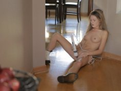 Watch blonde beauty Alison Faye rev herself up and take herself over the edge with her magic...