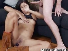 Jade Jantzen gives amazingly hot blowjob